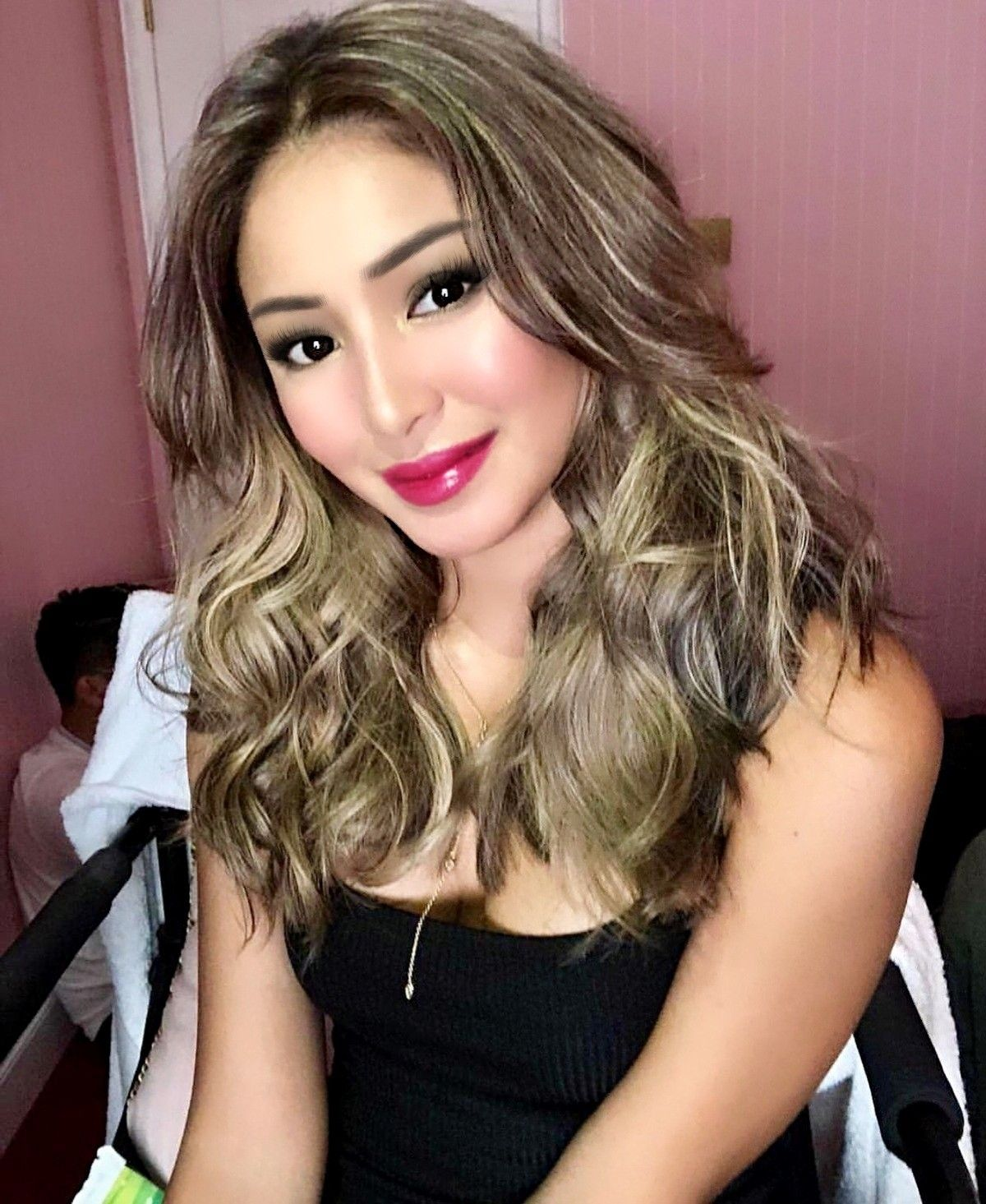 Filipino Celebrities Hair Color In 2020 Kathryn Bernardo Hairstyle Celebrity Hair Colors Celebrity Hair Color Brunette