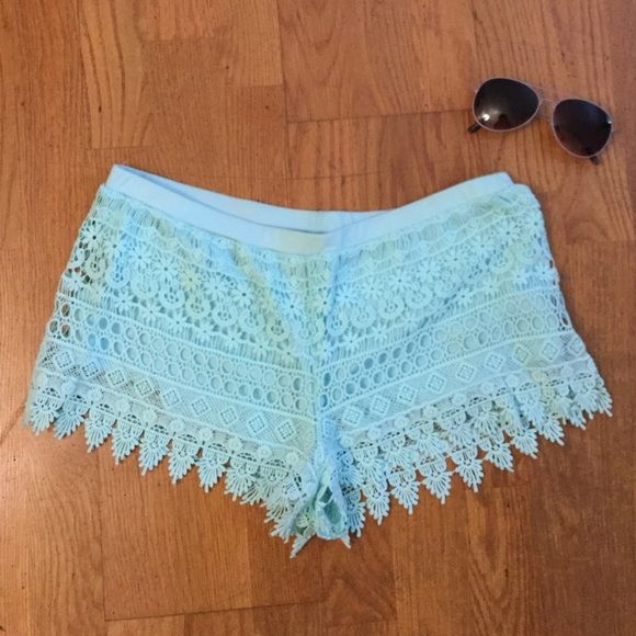 H&M cute and flowery crocheted shorts These super comfy H&M mint colored shorts are adorable and perfect for the Spring & Summer! H&M Shorts