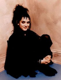 Absolutely Dyer: Style Icons: Lydia Deetz