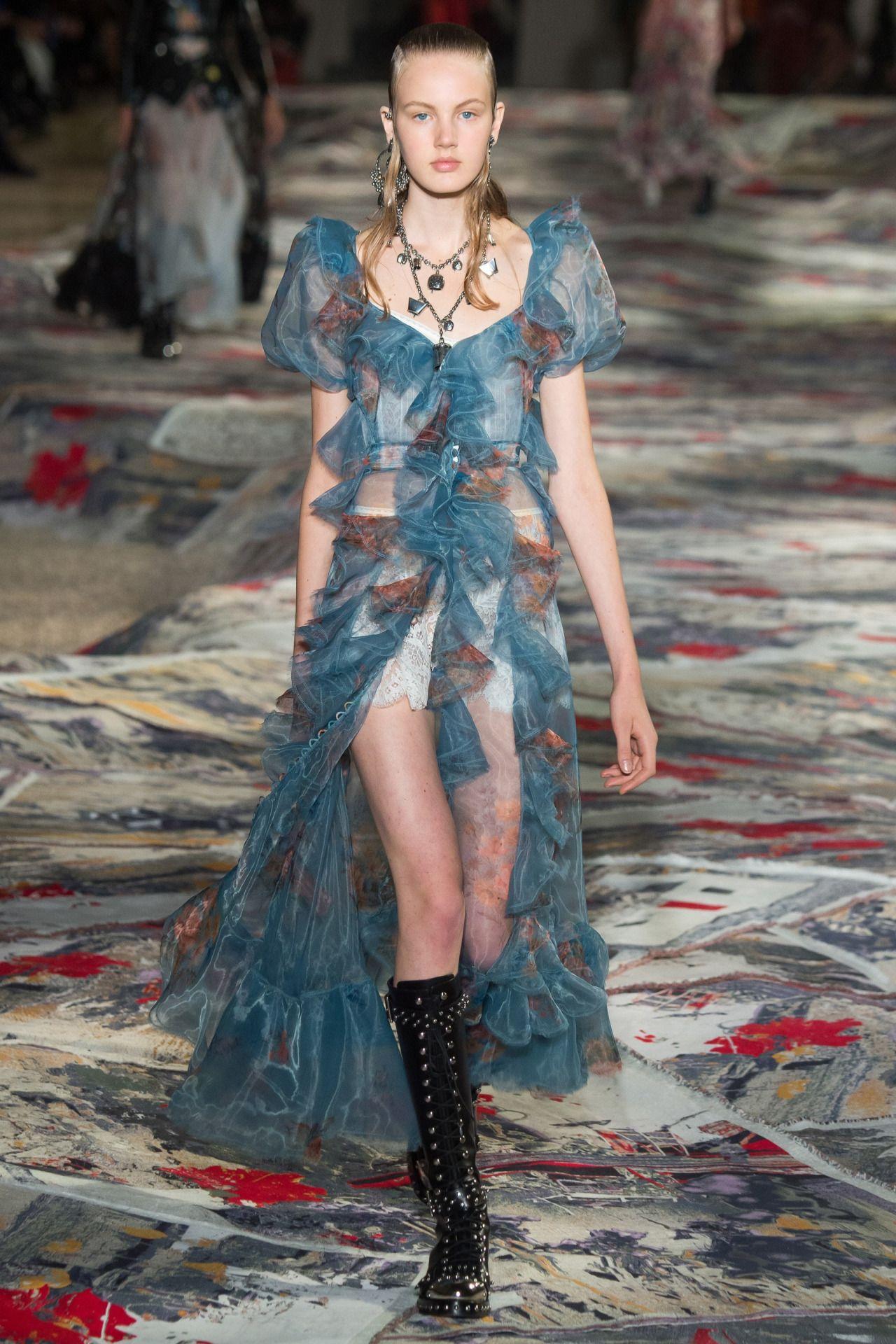 Alexander McQueen   Paris Fashion Week   Spring 2017 ...