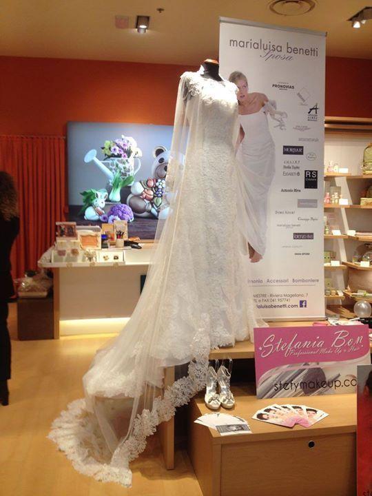 Oggi alla Nave de Vero nello stand THUN Shop Evento per gli sposi!  Partecipano Marialuisa Benetti Sposa Fabiani Gioiellerie Stefania Bon (Make Up Artist)
