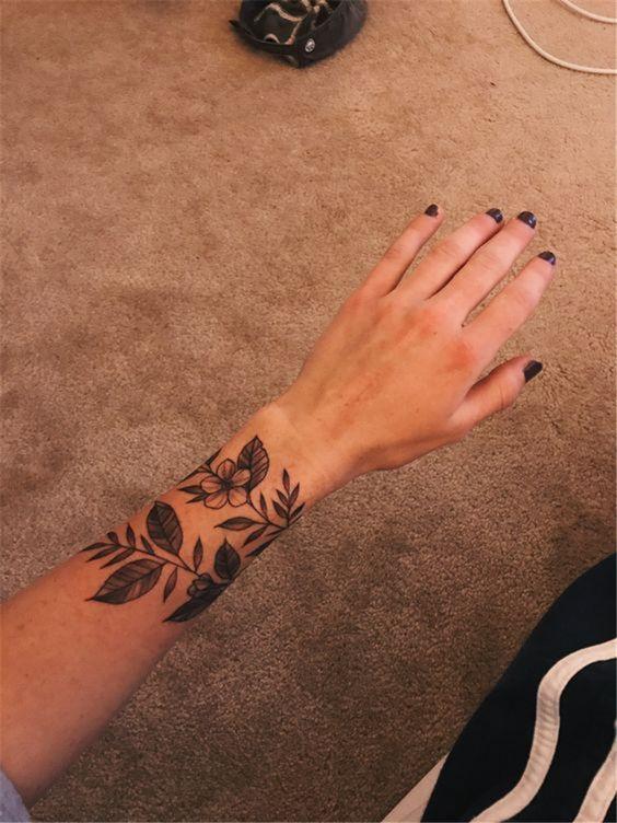 50 Sinnvolle Handgelenk Armband Floral Tattoo Designs für Sie  Seite 22 von 50  Chic Hostess  Tattoos #flowertattoos  flower tattoos