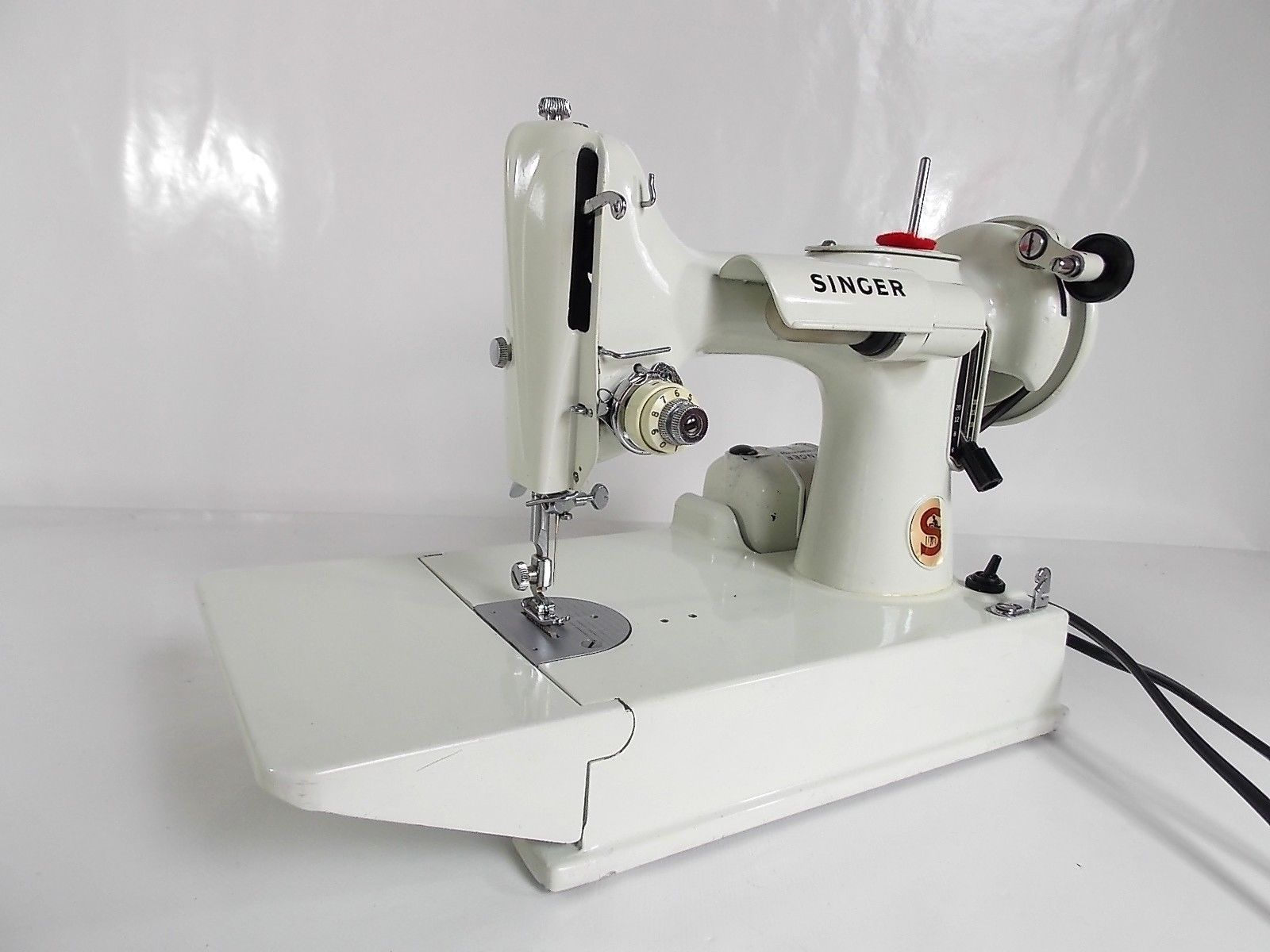 singer featherweight 221 dating Patented-antiquescom sells singer 221 222 featherweight sewing machines, quilters antique sewing machines.