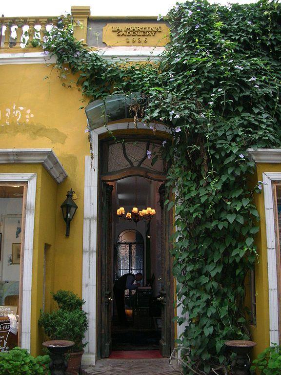 Barrio de Palermo fachada de una casa (hoy local venta de