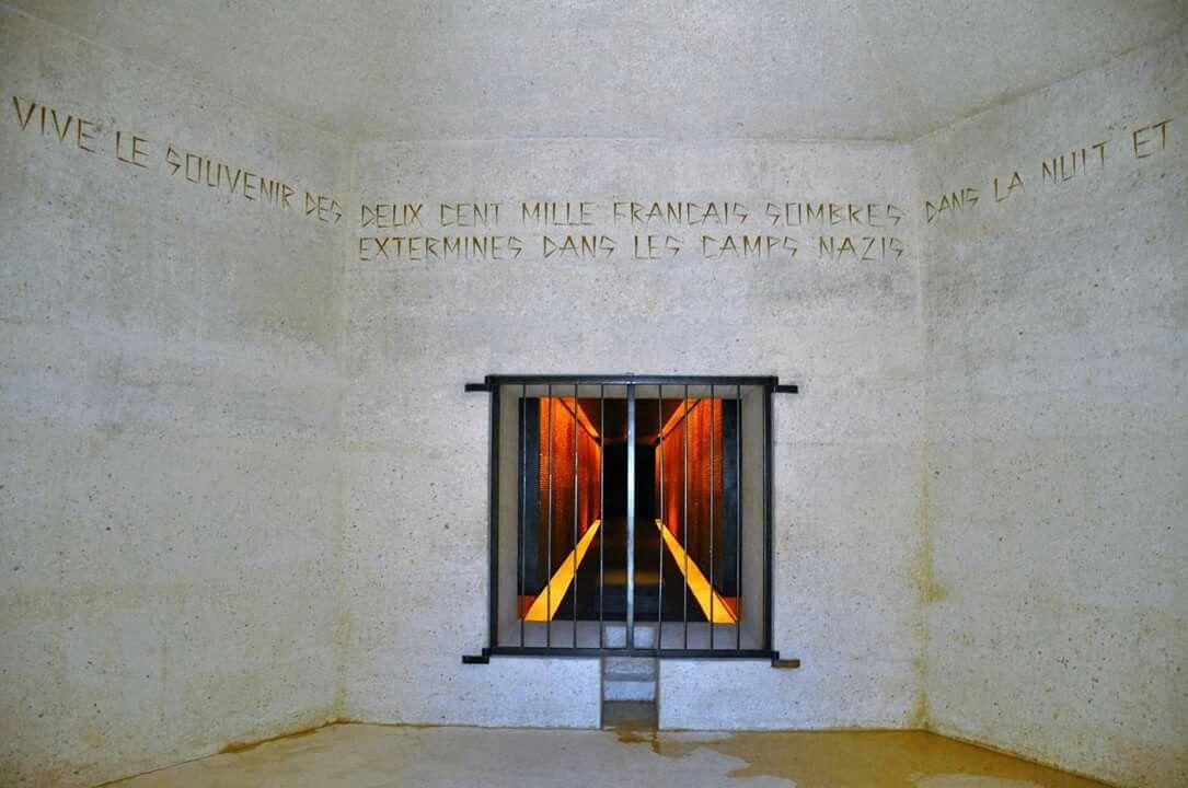 """אחרי שיפוצים של קרוב לשנתיים נפתח מחדש """"אתר הזיכרון לקרבנות הנאצים"""" או בשמו האחר """"אתר ההנצחה לזכר הקדושים והשואה"""" שנמצא בפריז מאחורי כנסיית נוטר-דאם, בחוד המזרחי של איל-דה-לה-סיטה. האנדרטה מוקדשת ל- 200.000 הצרפתים שגורשו למחנות ריכוז במלחמת העולם השנייה."""