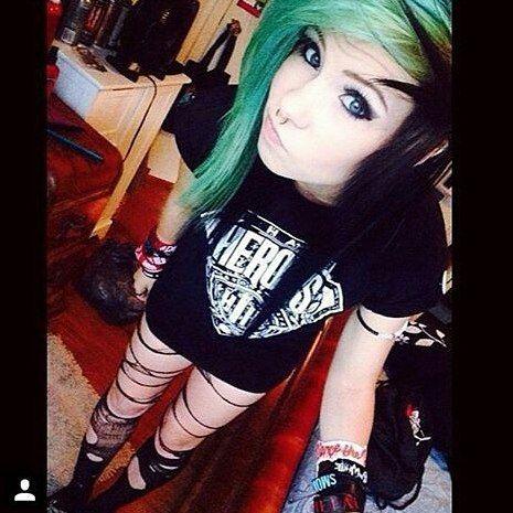 Emo Green Hairstyle Emogirls Photo Emos Girl Style Emo Girl Hairstyles Emo Scene Hair Cute Emo Girls