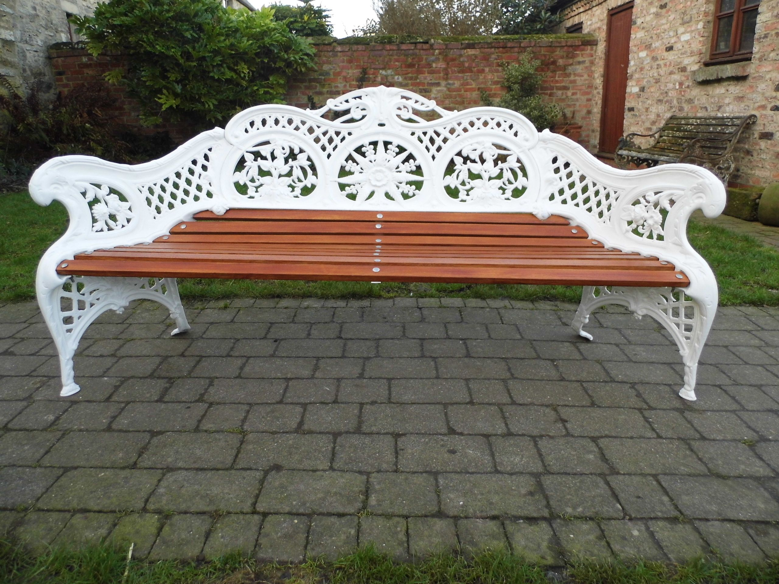Rare Dalkeith Foundry Cast Iron Bench. Fully Refurbished By Thompsons Garden  Emporium.