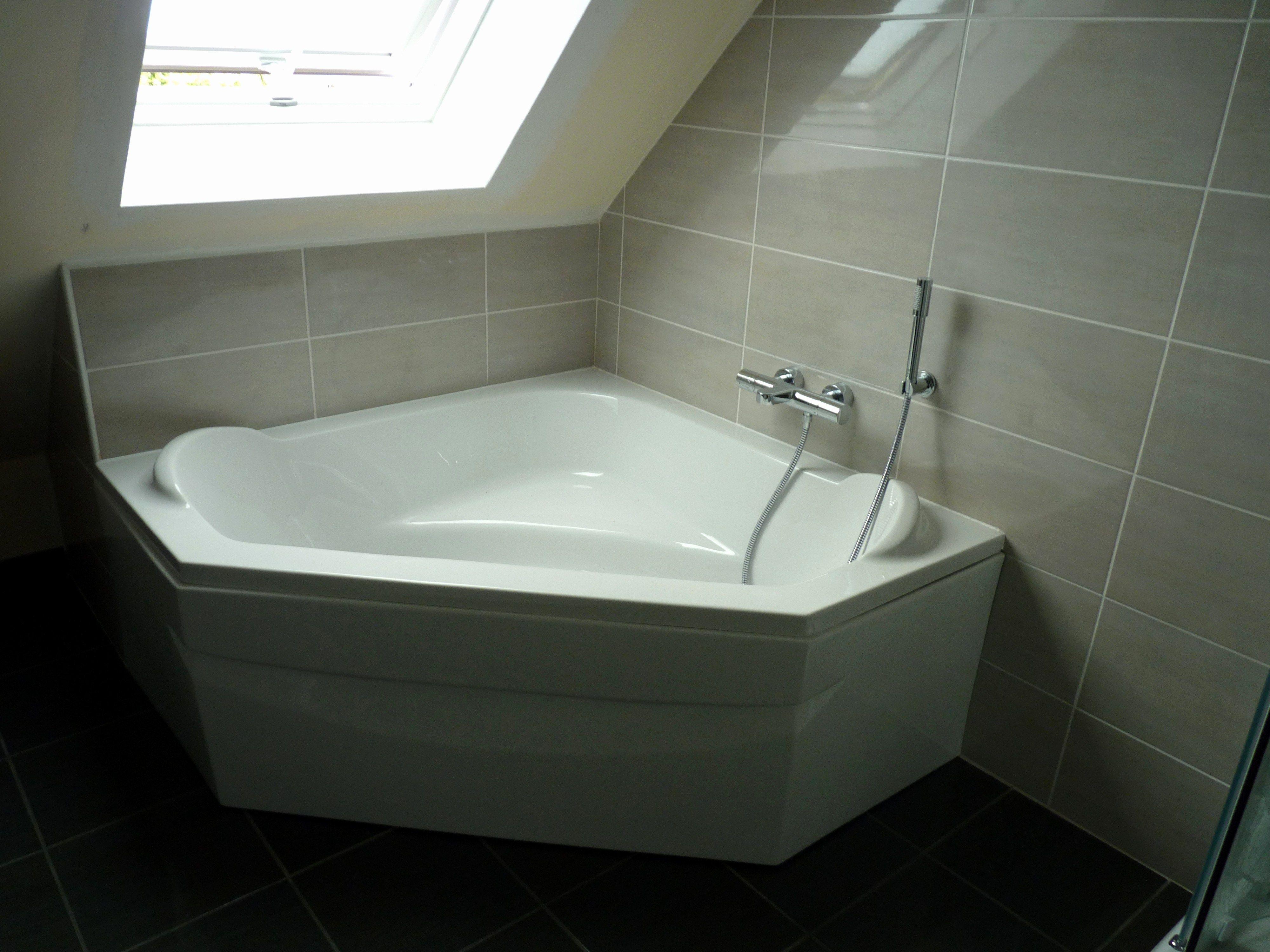 Baignoire D Angle 115x115 Baignoire D Angle 115x115 Castorama Baignoire Angle Pensez A Image Plus Est En Fai Small Bathroom Creative Bathroom Design Bathtub