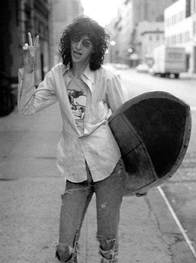 Joey-Ramone-Surfing