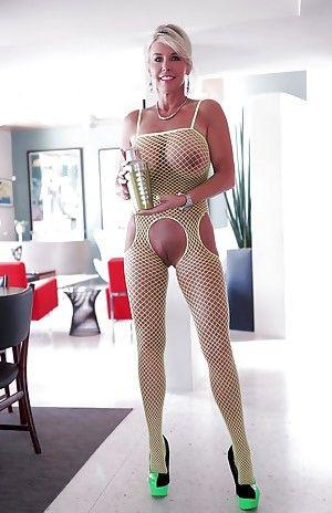 Mature house wife tube