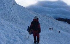 12 Tage 6-Gipfel-Akklimatisierungsprogramm  Das 12-Tage-Akklimatisierungsprogramm wurde zusammengestellt, um Interessenten in das Bergsteigen in extremen Höhen zwischen 4,000m - 5,790m einzuweisen und sie darauf zu trainieren.