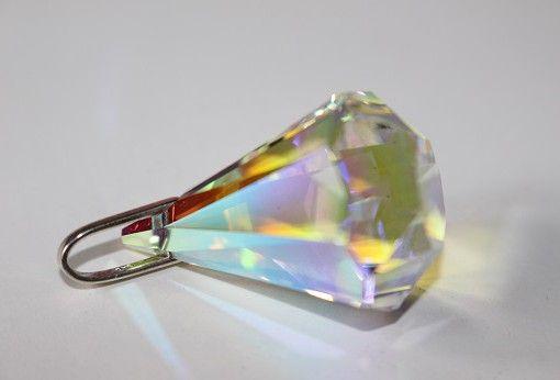 Atlantischer Energiekristall Eloah Kristall der Schöpfung Der Atlantische Energiekristall Eloah Kristall der Schöpfung verbindet in sich die 12 Göttlichen Strahlen und mit Ihnen das Feld der Elohim. Die Bedienungslose liebe der Schöpfungsebene wirkt durch ihn, und verbindet seinen Träger auf direktem Weg mit der Quelle von allem was ist.  Ein Eloah ist ein Schöpferengel der Wahrheit und Klarheit. Er trägt das Schwert der Wahrheit und ist ein Licht Kämpfer der Wahrheit, der reinen…