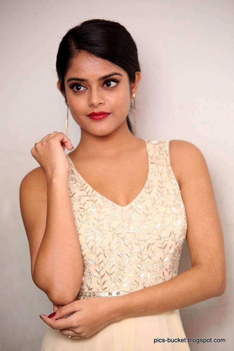 Lover Movie Actress Riddhi Kumar Hd Photos 3 Actresses Beautiful Bollywood Actress Riddhi
