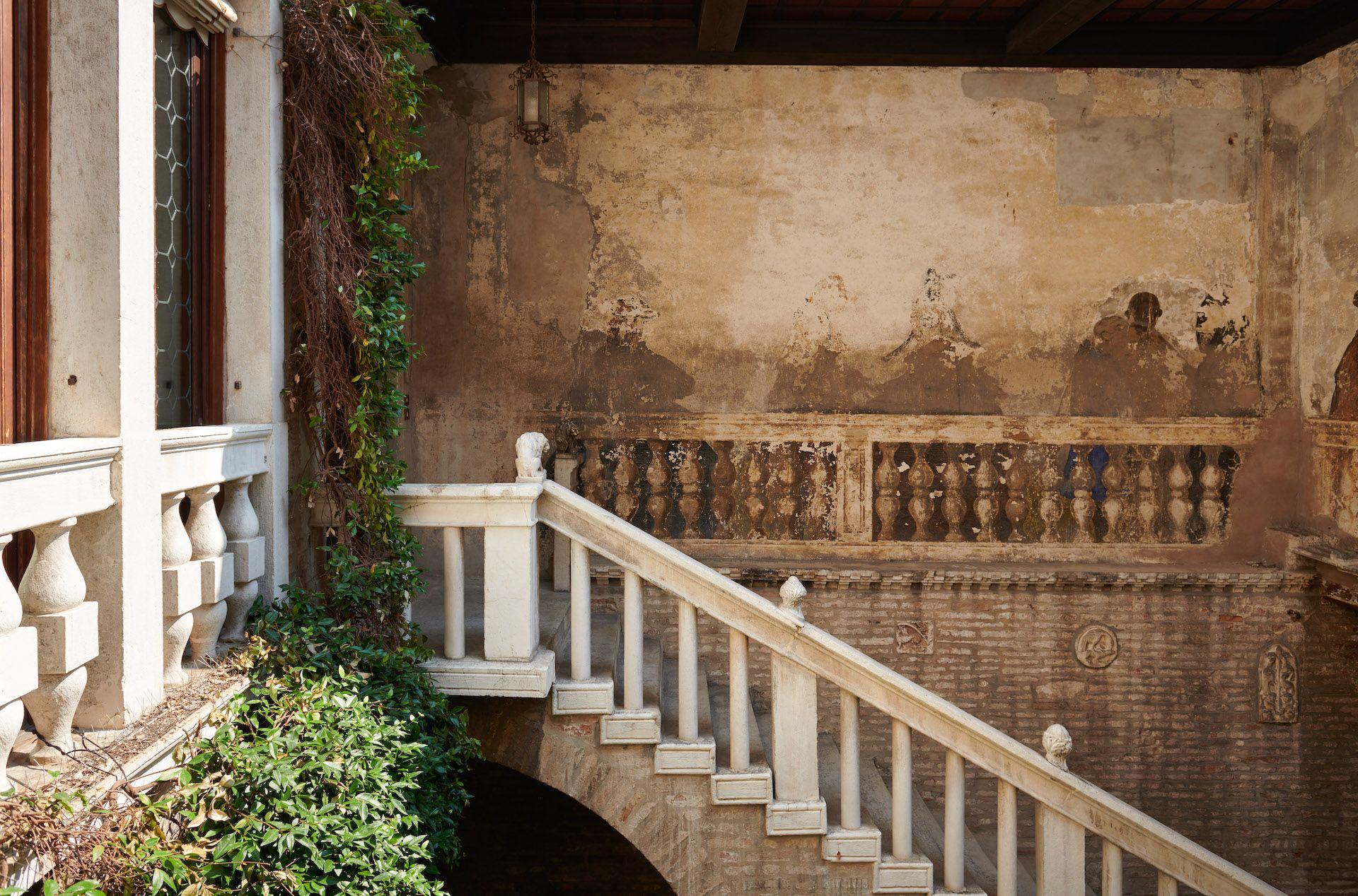 Byzantine Palazzetto With Private Bridge Courtyard Venice