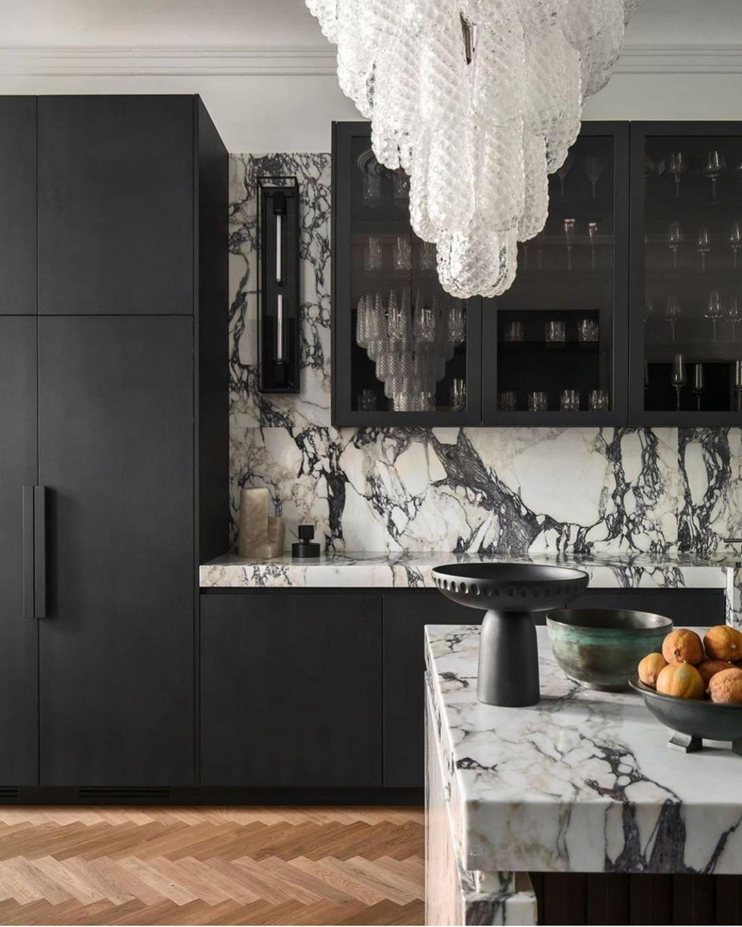 2 778 Likes 37 Comments Kitchens Of Instagram Kitchens Of Insta On Instagram Yup By Kitchensbypaul Ph In 2020 Interior Kitchen Cabinet Design Grand Kitchen
