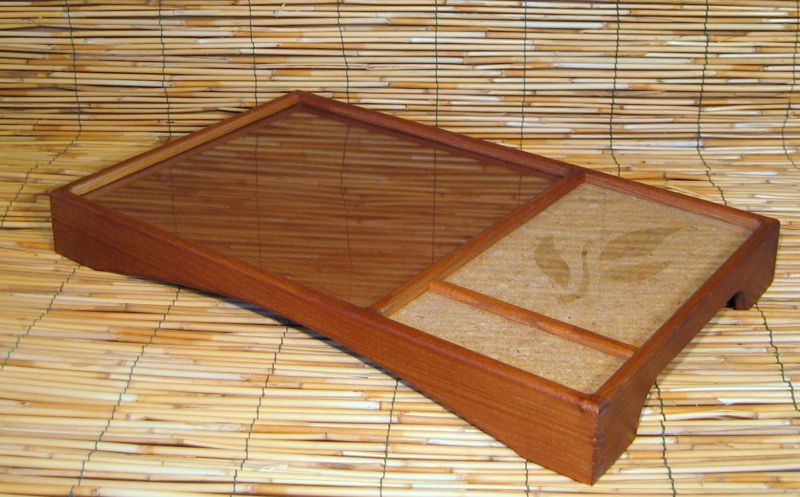 Tea Tray Tea tray made of cedar wood with cork inlaid. Made with dovetail joints to ensure adequate strength. #artigianato #madeinitaly #vassoio #tray
