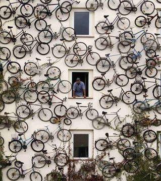 T'aurais pas un p'tit vélo dans la tête ? / German bike shop. / Magasin de vélos allemand. / Germany. / Allemagne.