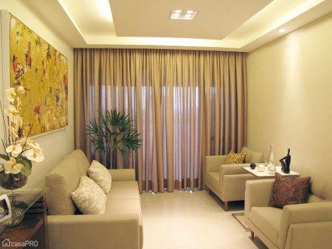 Apartamento Royal em Salvador – projeto de Marta Aroucha. Sala de estar – com o forro de gesso, arquiteta criou possibilidades diferentes de iluminação.