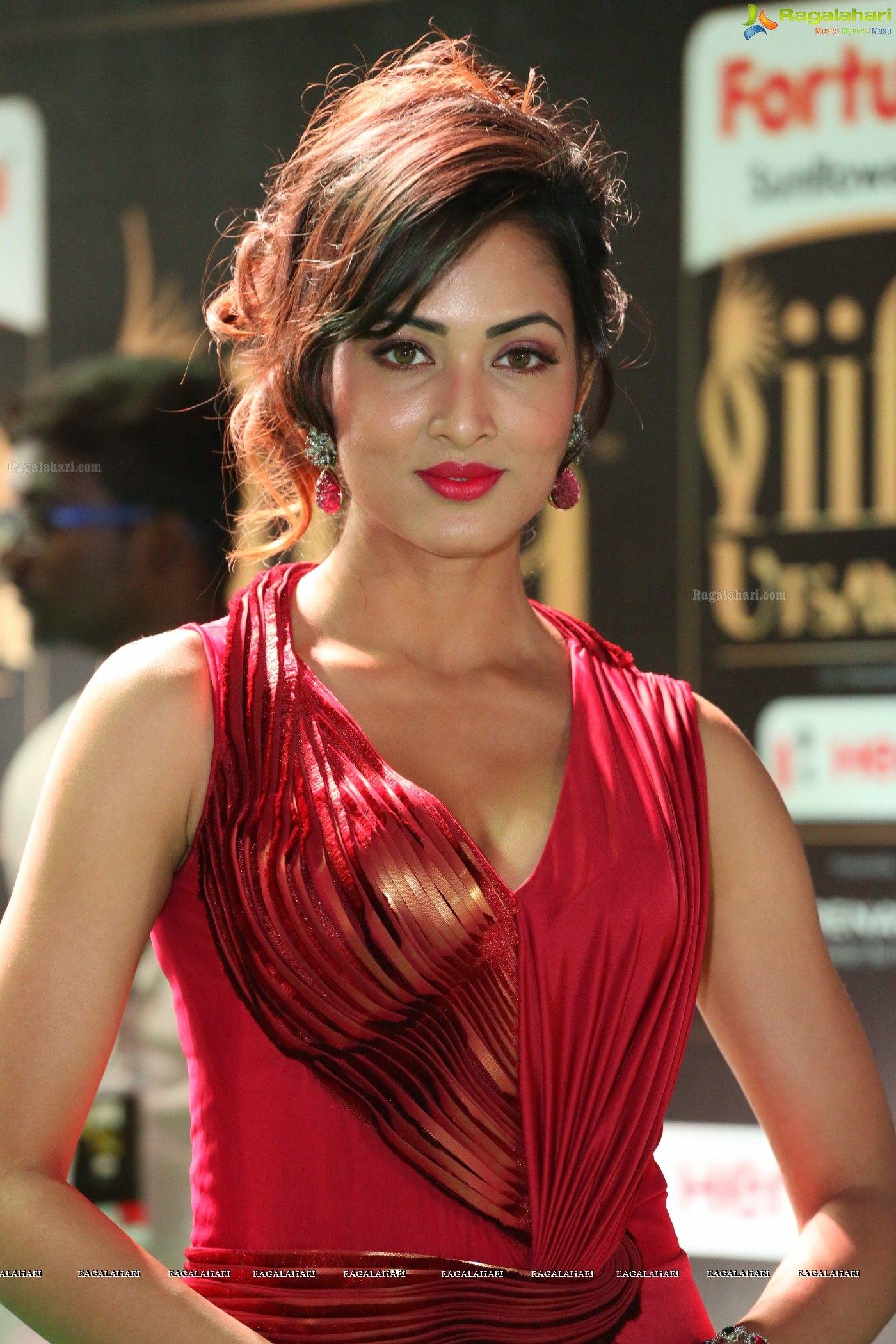 http://www.ragalahari/actress/100886/heroine-vidisha-srivastava
