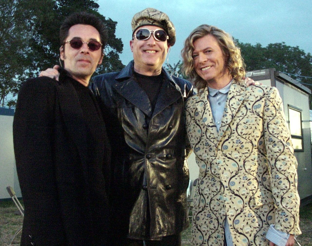 Bowie, Earl Slick, Mike Garson - June 25th 2000, backstage at ...