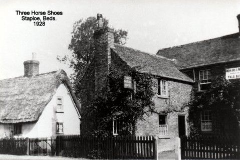 Three Horseshoes Pub In Staploe Village In Eaton Socon Parish In 1928 N Cutts Eaton Socon House Styles Eaton