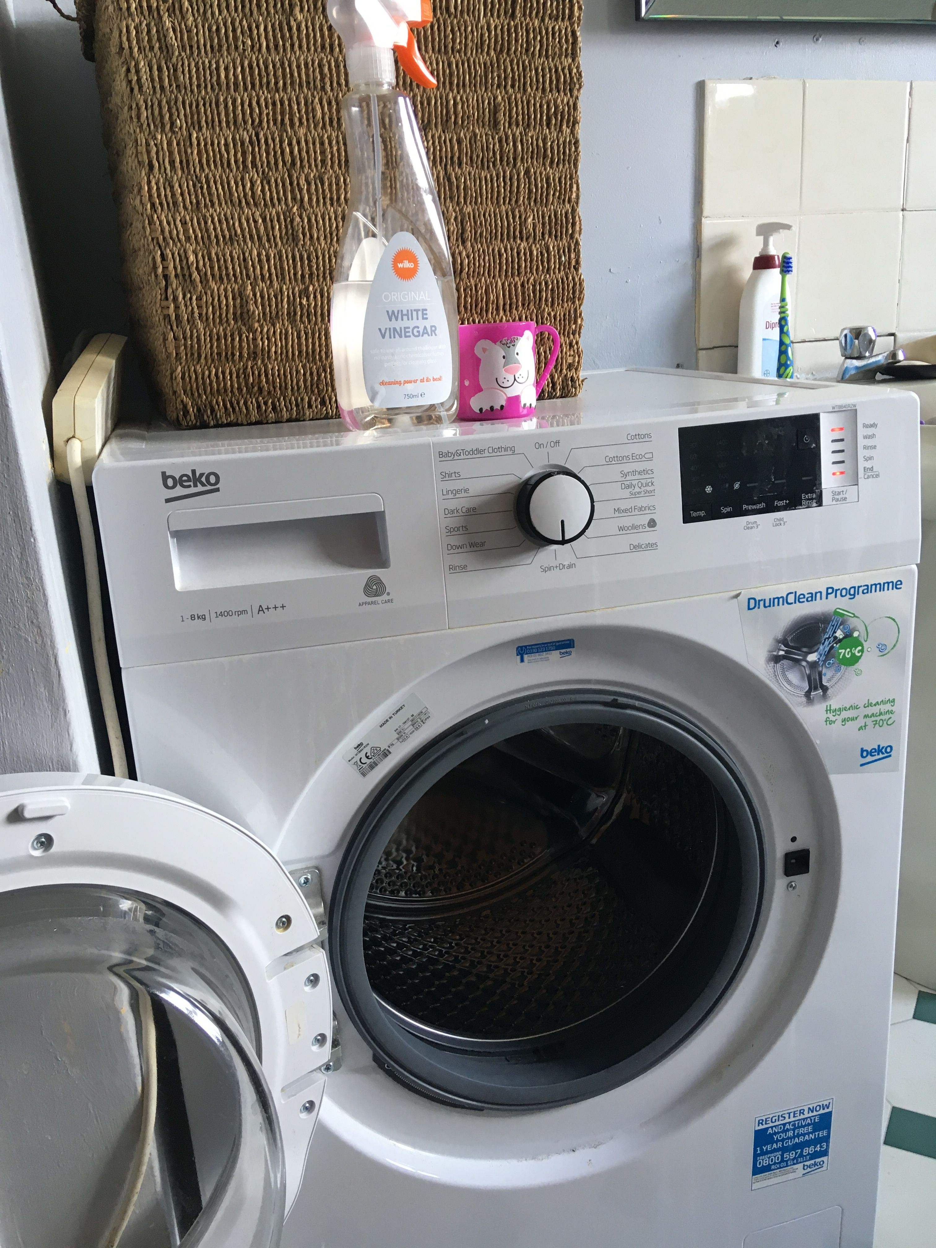 Cleaning The Washing Machine With Bicarb And White Vinegar Natural Cleaning Products Clean Washing Machine Household Hacks