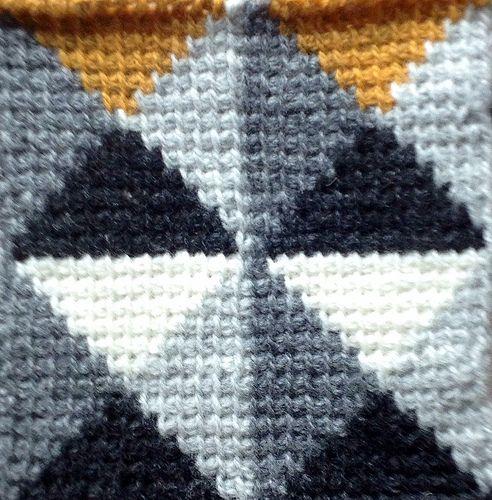 Tunesian Crochet Triangles | TOALHAS,COLCHAS E TAPETES DE CROCHÊ ...