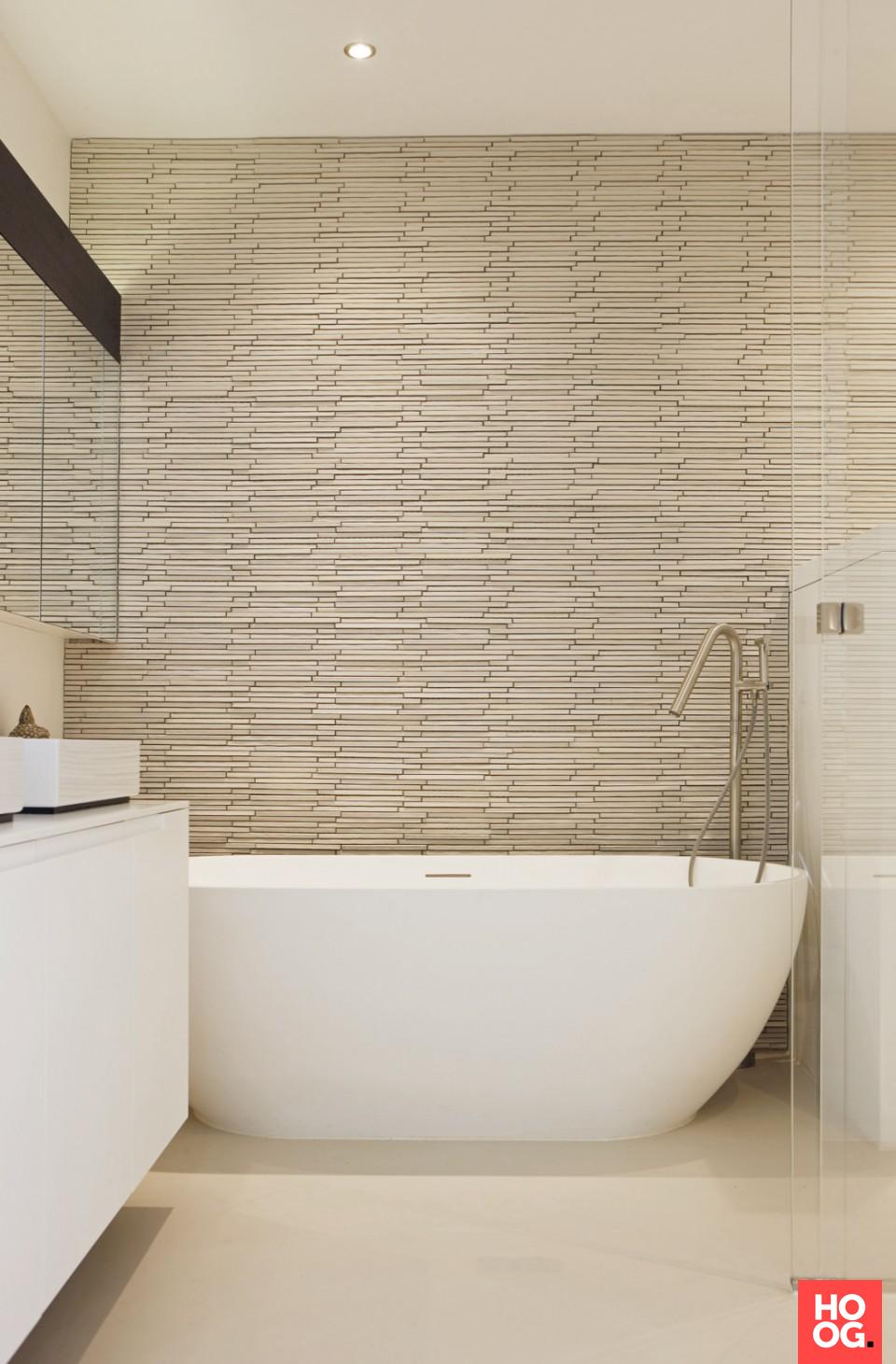 Badkamer ontwerp met luxe ligbad   Appartement Amsterdam - Grand ...