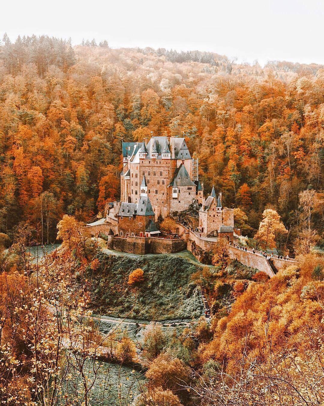 A Whimsical Romance Burg Eltz In Autumn Colours Germany Autumncolours A Whimsical Romance Burg Eltz In Herbstbilder Landschaftsbilder Bilder