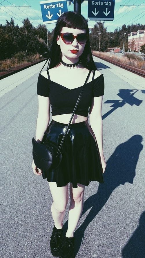 Soft Grunge Summer Outfits: 90s Fashion: Crop Top And Mini Skirt, Gothic Style