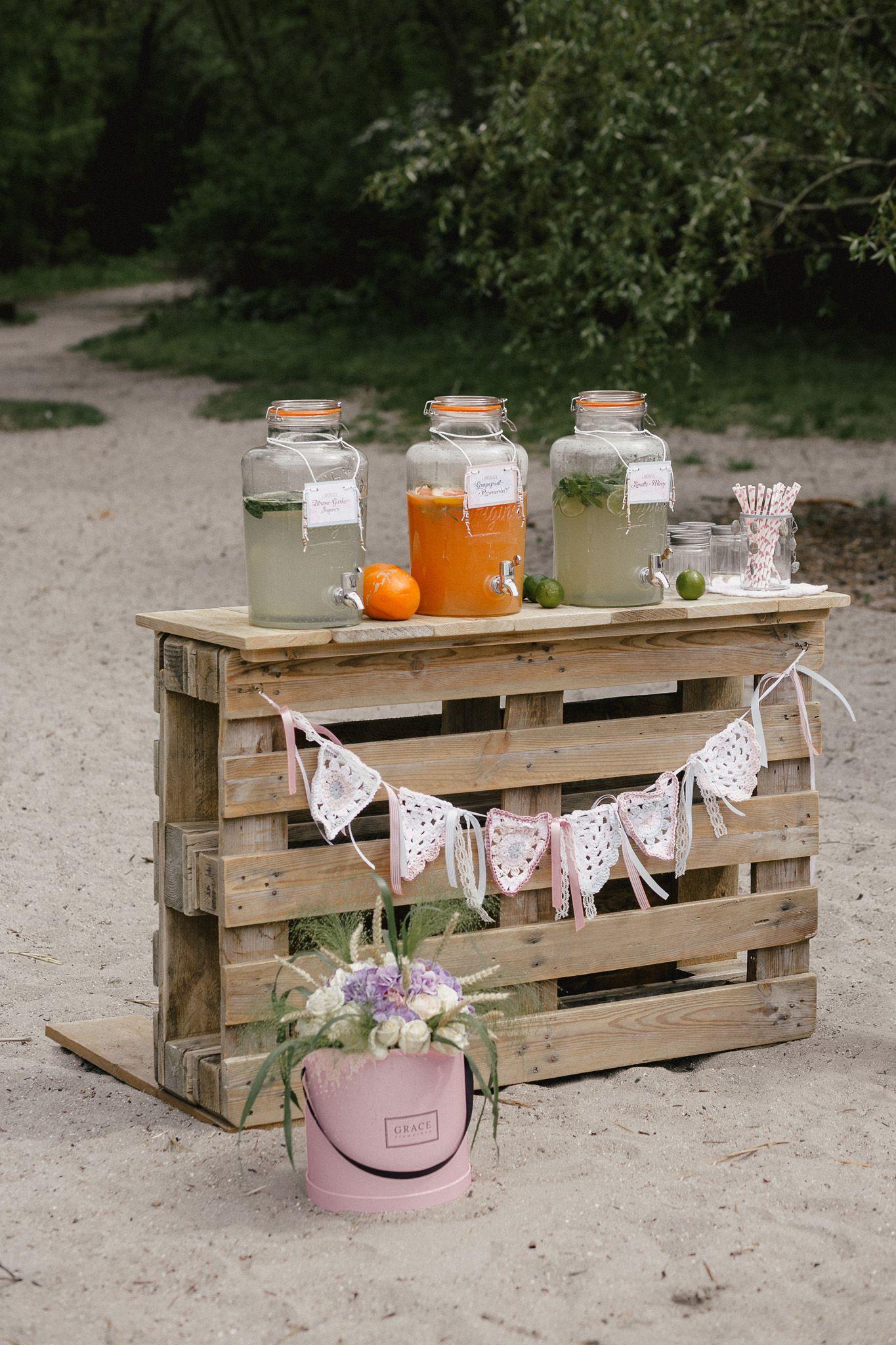 Getränkebar - Tolle Ideen für die Beschäftigung eurer Kinder | Hochzeitsblog The Little Wedding Corner