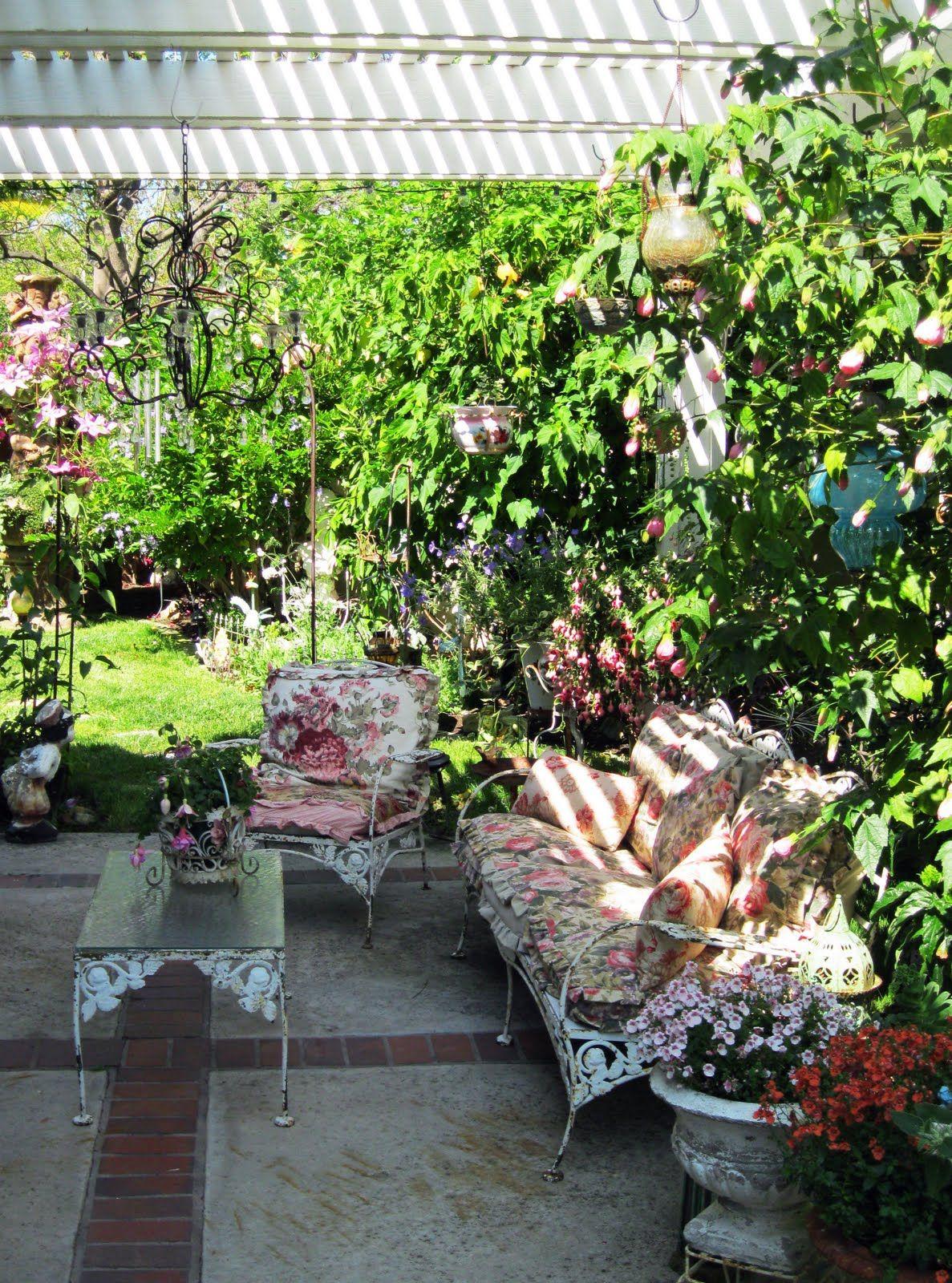 Vintage Garden And Porch Decor Home Design Gardening Cottage