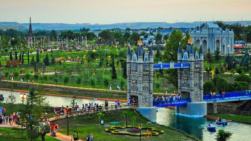 Foto el parque europa de torrej n de ardoz al este de la for Jardines que visitar en madrid