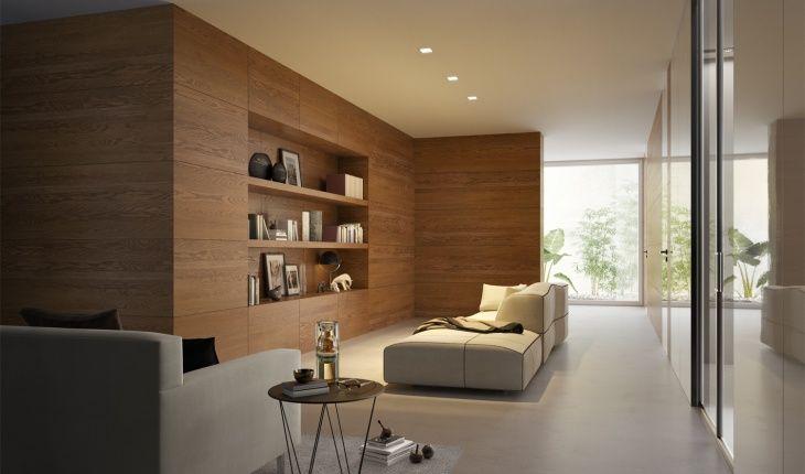 Boiserie moderna in legno con composizione a libreria per la zona ...