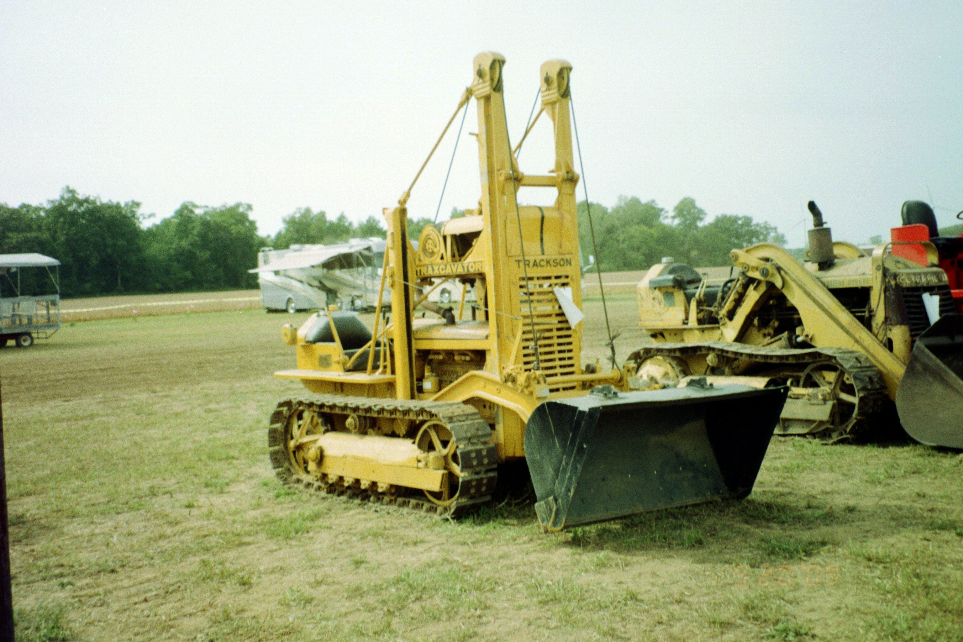 Cat D2 with Trackson bucket loader | Caterpillar | Crawler tractor