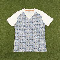 Today's Hot Pick :87792ラグランキリカエフラワープリント半袖Tシャツ http://fashionstylep.com/SFSELFAA0024610/stylehommejp/out ラグランの切り替えがカジュアルな表情を見せる半袖Tシャツです。 肌馴染みの良いストレッチコットン素材が抜群な肌触りを実現します お花をリアルに描写したプリントがナチュラルな雰囲気を演出◎! Vネックに開いており、すっきりとしたシルエットにまとめてくれる1枚です。 ◆3色:アイボリー/ミント/ブルー