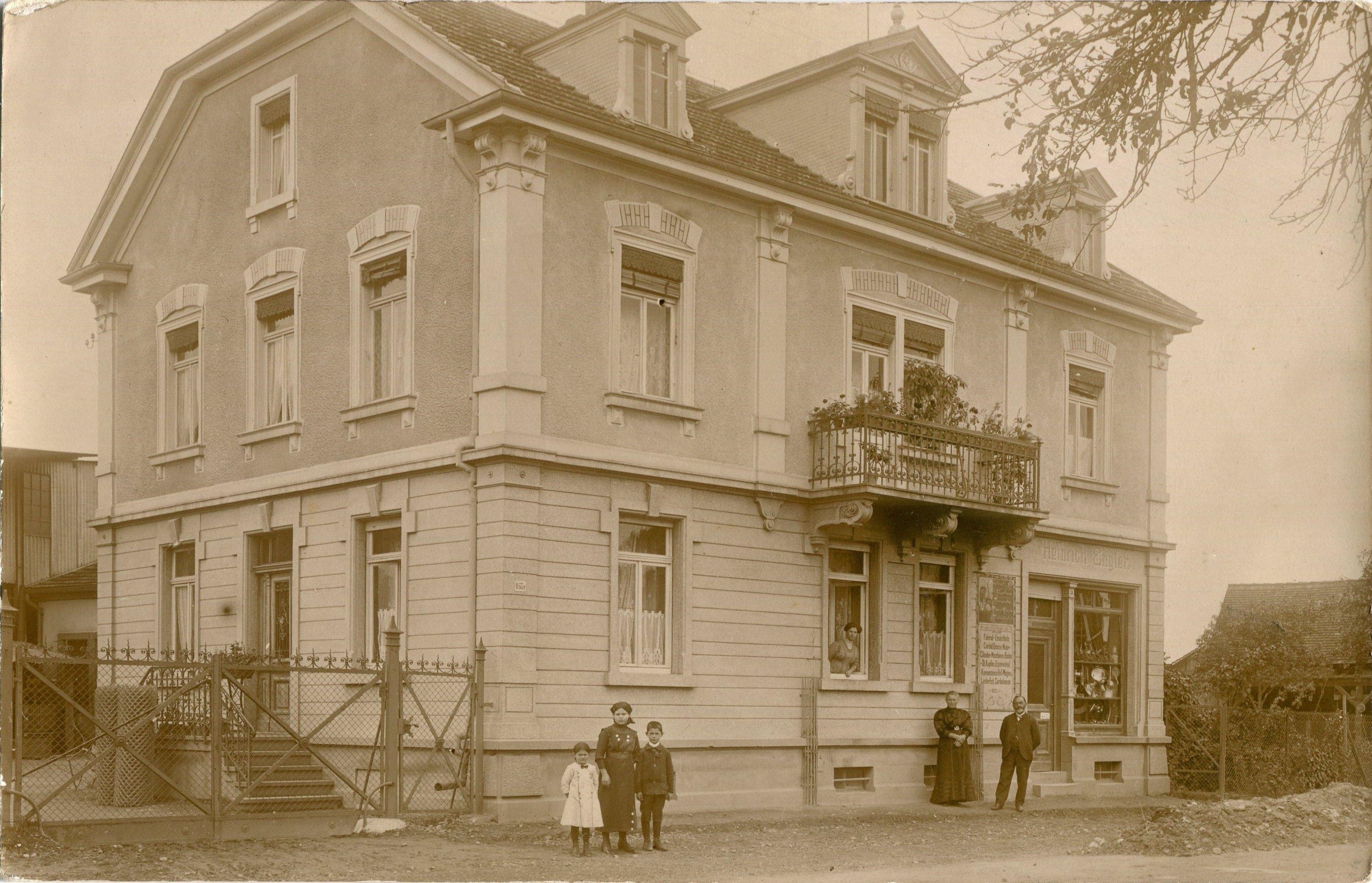 Eisen Engler - St- Georgen - Schöne Fotografie der Firma Heinrich Engler in Freiburg-St.Georgen. Vermutlich handelt es sich hier um die später als Eisen Engler bekannte Firma. Über das Aufnahmedatum ist leider nichts bekannt. Vielen Dank an die Sammlung Oehler   /*  */