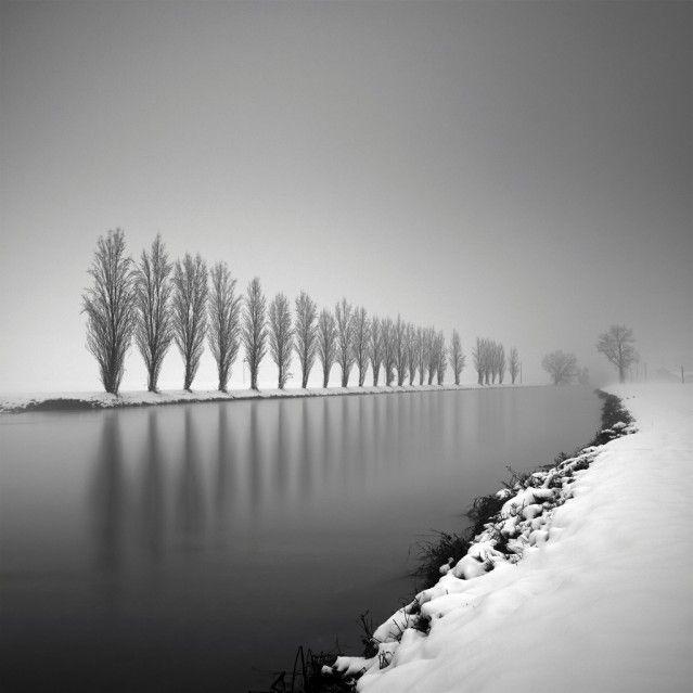 Découverte du talent de Pierre Pelligrini, un photographe suisse qui délivre des clichés en noir et blanc absolument magnifiques autour d'une série &l.