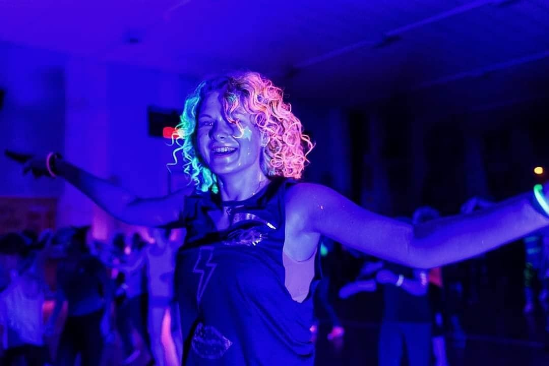 👯♀️👯♀️ #zumba #fitness #dance #girl #polishgirl #polishwoman #happy #happygirl #neon #hair #curlyh...