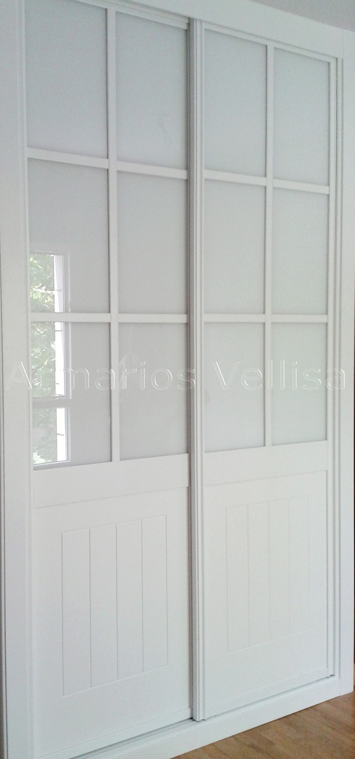 armario empotrado a medida dos puertas correderas modelo cuadrantes color blanco lacado