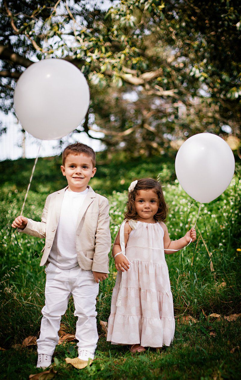 Natural outdoor family photoshoot balloons woods and forest by sydney photographer ke photography