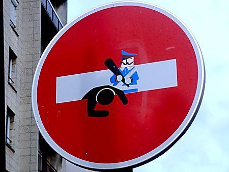 Panneau insolite.Rue Saint Ambroise. Paris 11ème arrondissement.