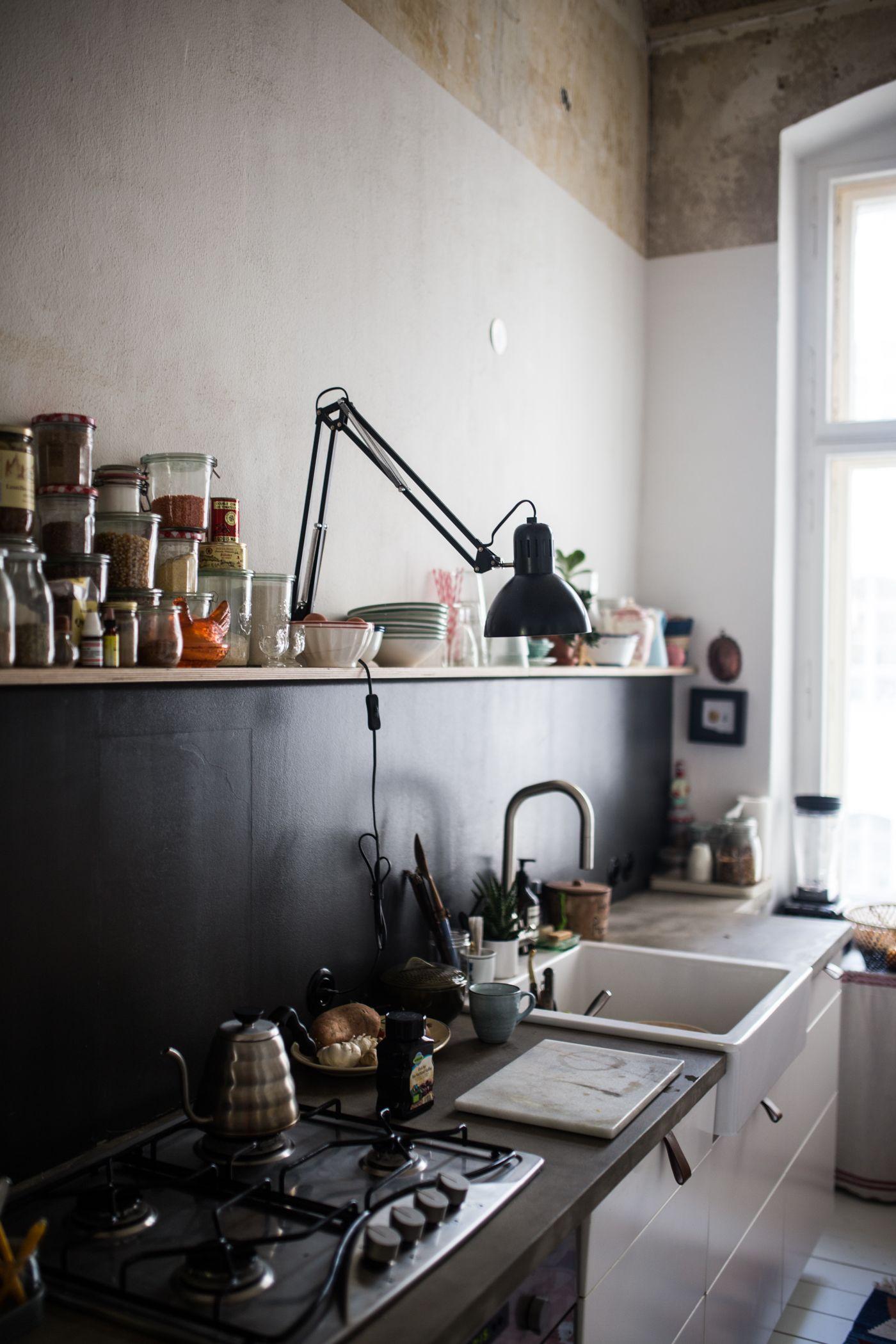 Zu Besuch bei Karina in BerlinKreuzberg  kochgrube hexhex  Wohnung Kche Altbau kche und Kche