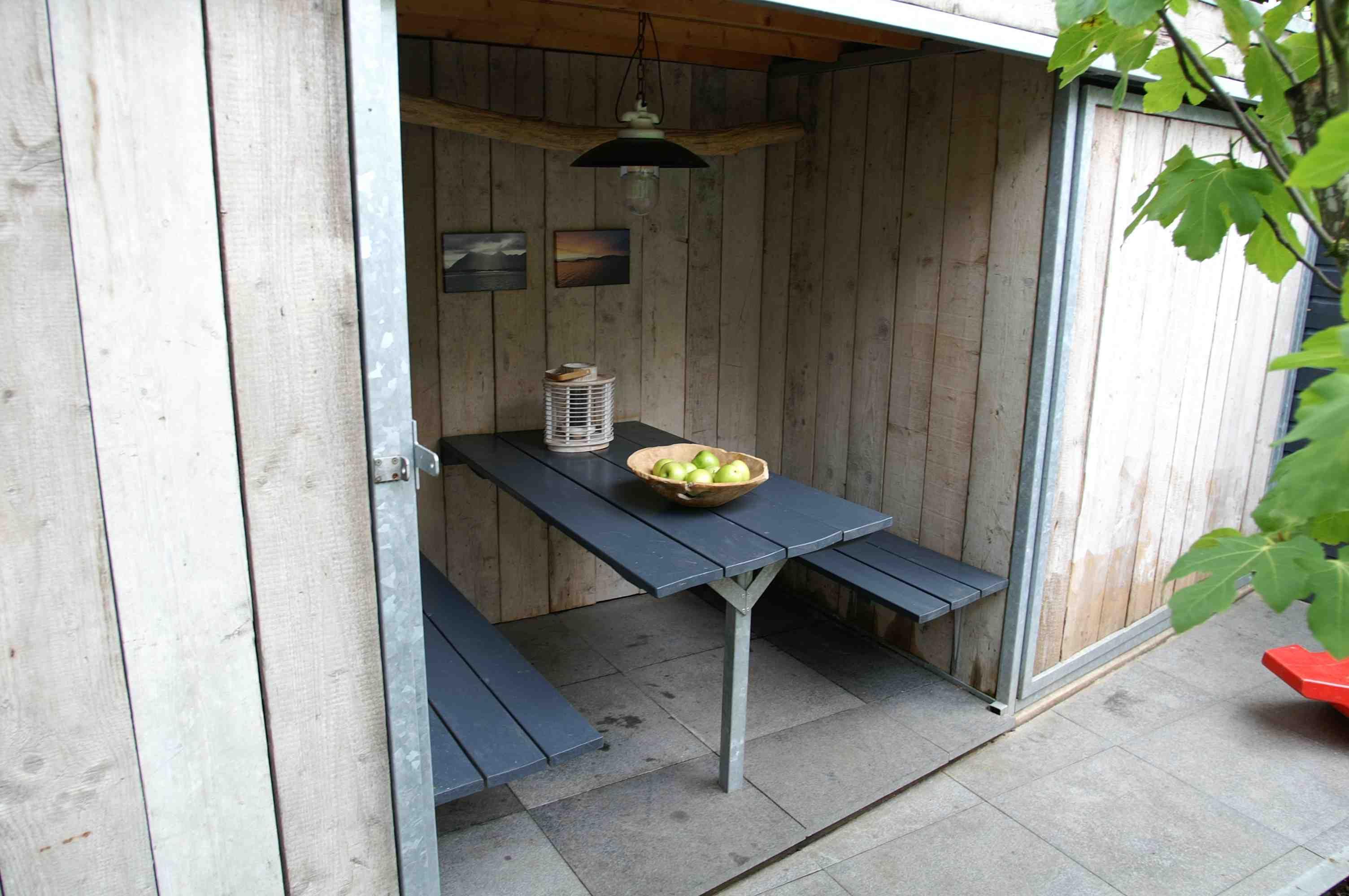 Stoere overkapping van steigerhout knus en sfeervol zitgedeelte ontwerp en aanleg - Buitentuin ontwerp ...