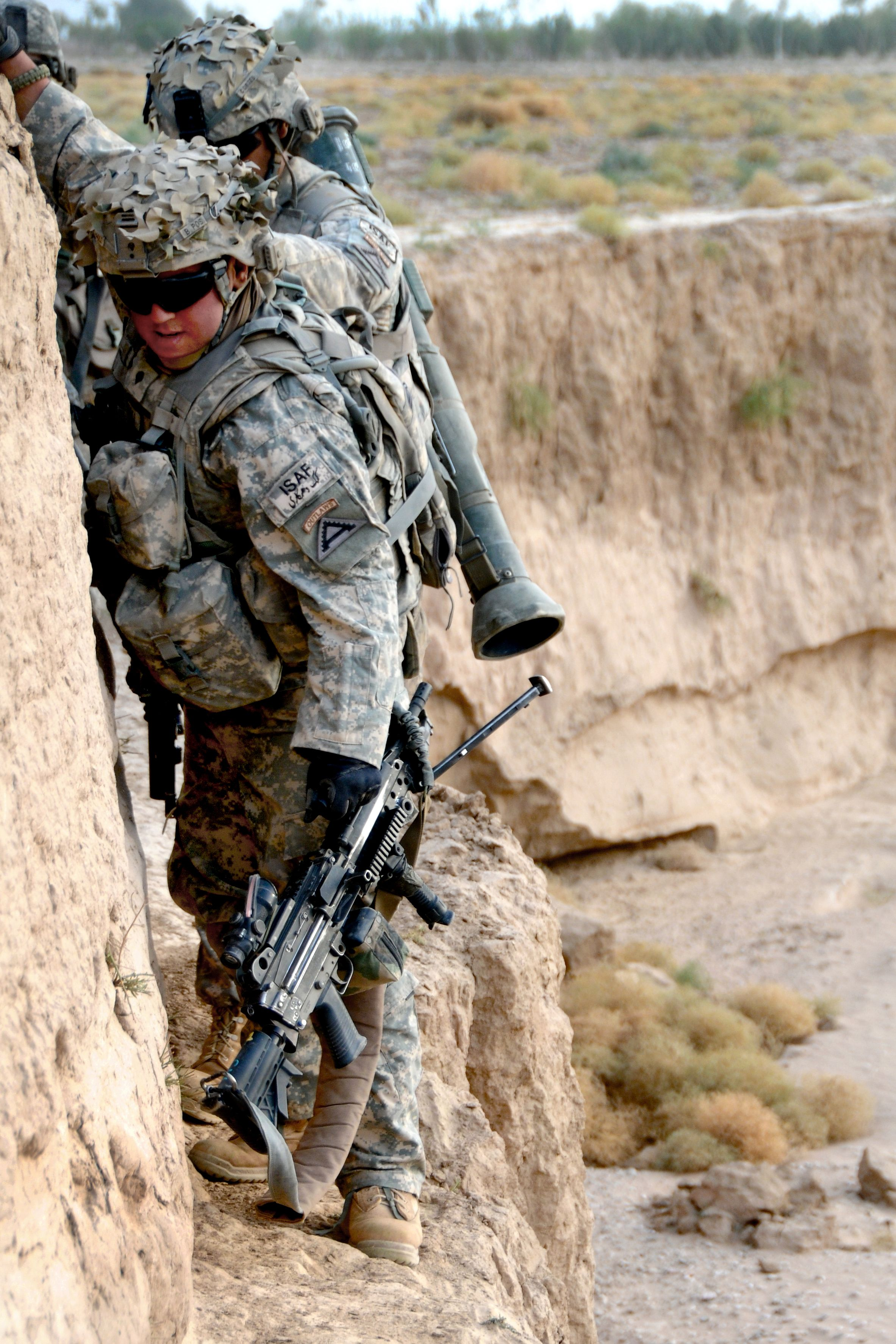 Us Army Soldiers Cling To A Narrow Wall While Transiting A Dry River Bed Zabul Province 2010 2365 X 3547 Us Army Soldier Army Rangers Army Soldier