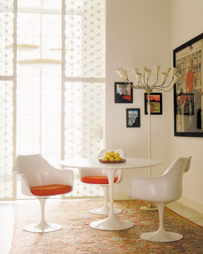 Tulip Collection Designed By Eero Saarinen For Knoll Area - Tulip chair and table set