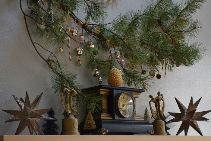 Put Extra Christmas Tree Branches To Good Use With This Diy Holiday Decoration Diy Holiday Decor Christmas Tree Branches Diy Holiday