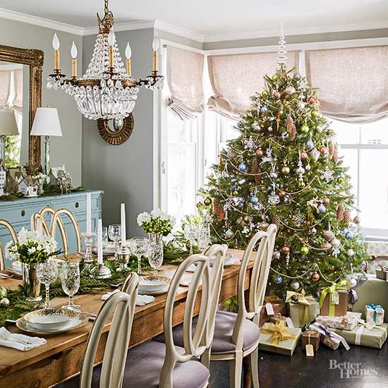 Make your Christmas tree look straight out of a magazine with these decorating tips. See how to perfectly hang lights, what decorations to use, how to choose garland and what other Christmas decor you can pair with your Christmas tree.