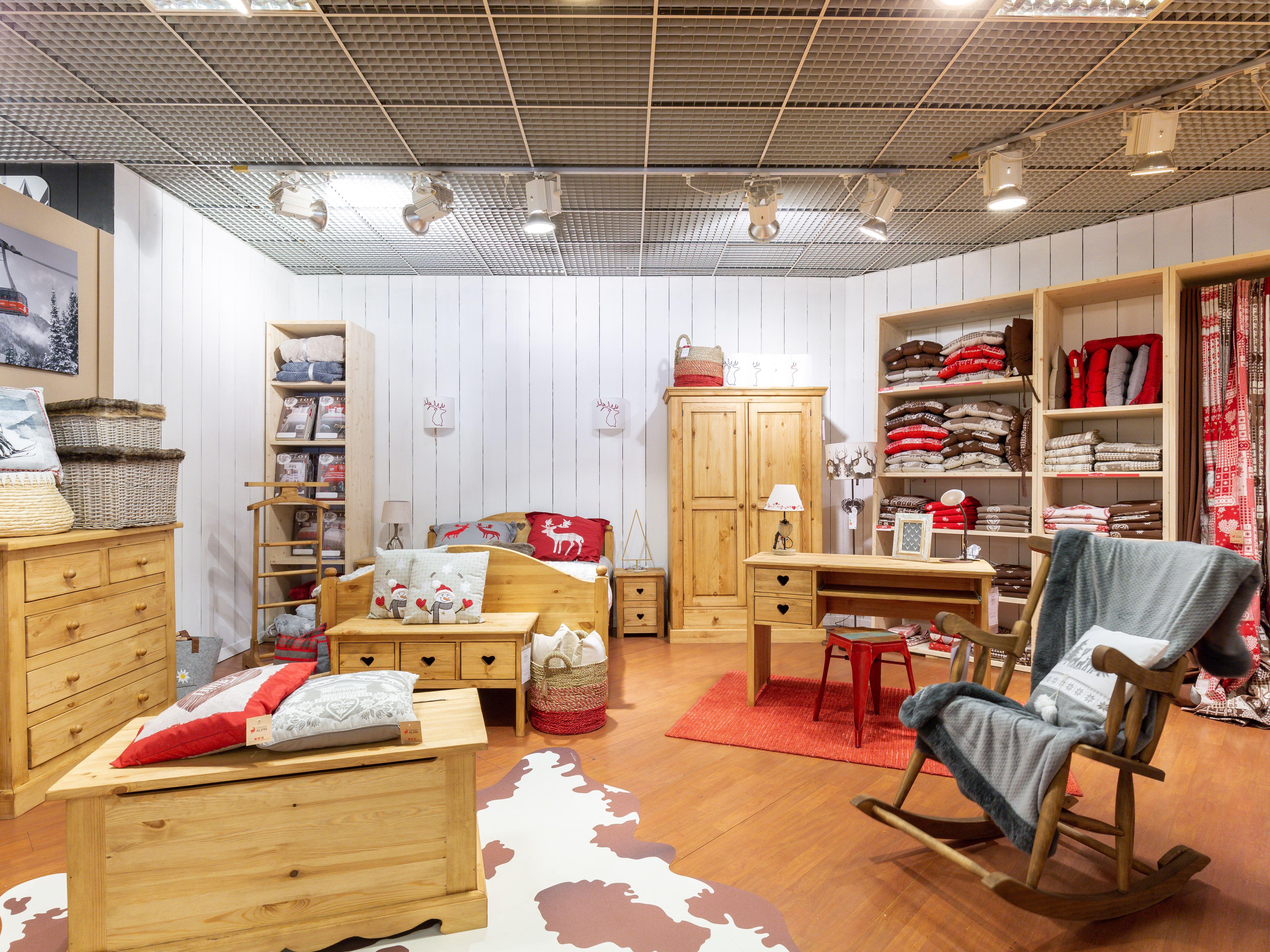 Ambiance Chambre Traditionnel Dans Notre Magasin D Annecy Seynod Chambre Traditionnelle Decoration Maison Mobilier De Salon