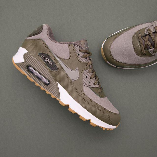 check out 634ba ccc54 Nike Wmns Air Max 90 - 325213-205 • airmax90,footish,Nike,Sneakers,sweden,uppsala,www.footish.se.  Hitta denna pin och fler ...